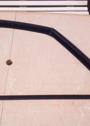 Уплотнитель стекла двери Ситроен С4 Пикассо
