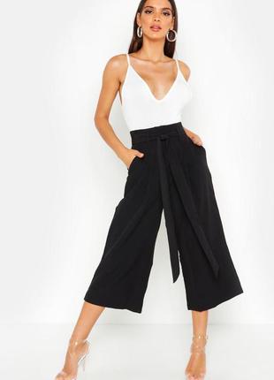 Черные укороченные брюки кюлоты boohoo