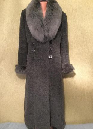 Пальто зимнее с воротником из песца 16 размер
