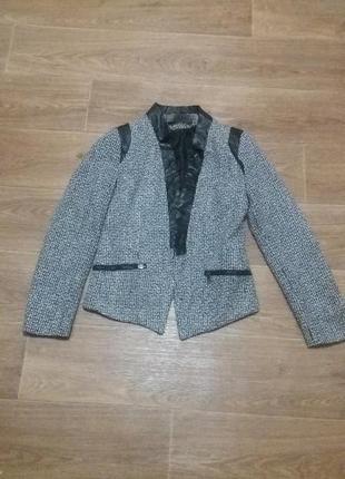 Пиджак модный жакет с кожаной вставкой