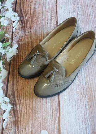 Туфли лоферы кисточки  новые