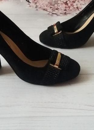 Туфли натуральные  замшевые толстый каблук идеальные
