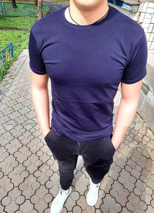 Однотонная мужская футболка