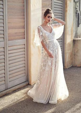 Вечернее свадебное платье со шлейфом