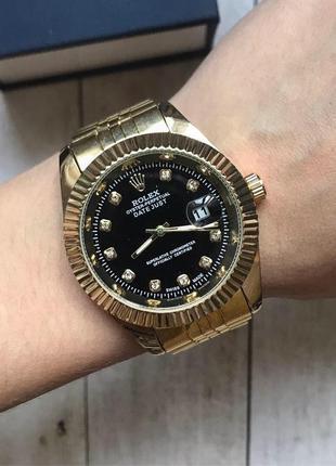 Женские часы в золотом цвете