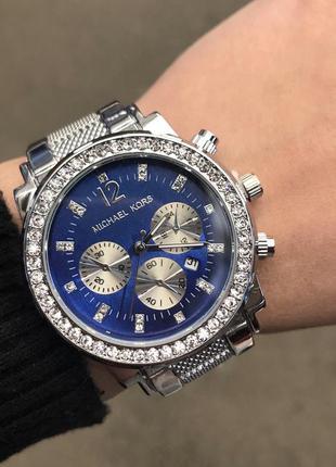 Женские часы с синим циферблатом