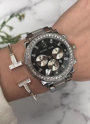Женские наручные часы серебристые с черным циферблатом