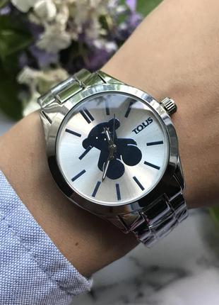 Часы наручные серебристые