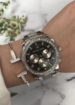 Часы женские с чёрным циферблатом