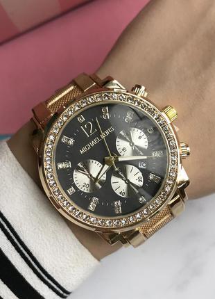 Часы женские в золотом цвете