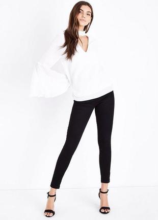 Белая блузка туника с длинным рукавом с чокером tall