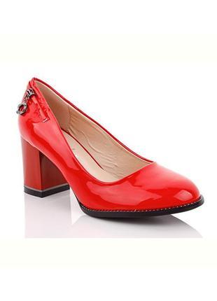 Женские красные туфли лодочки на небольшом устойчивом каблуке