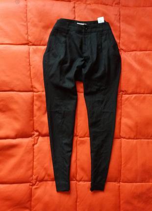 Черный зауженные брюки в стиле кежуал