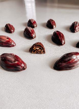 Шоколадные конфеты с инжиром