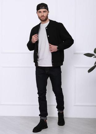 Чорна трикотажна легка куртка-бомбер