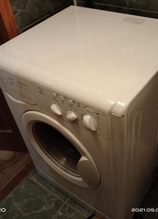 Продаю стиральную машину Индезит