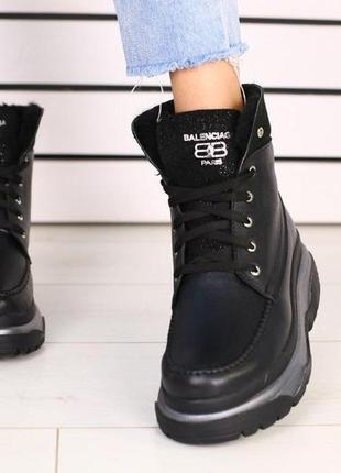 Женские кожаные черные ботинки матовые