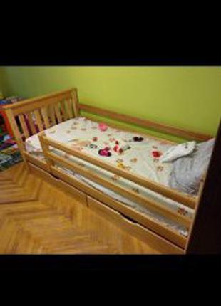 Одна кровать.