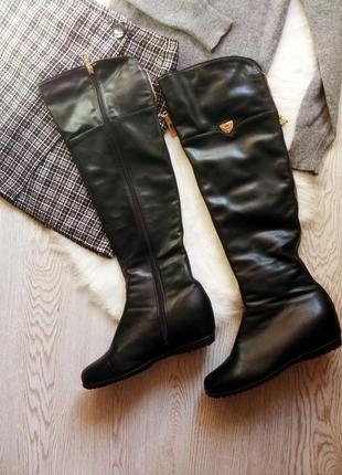 Черные высокие сапоги ботфорты за колено кожаные деми зимние н...
