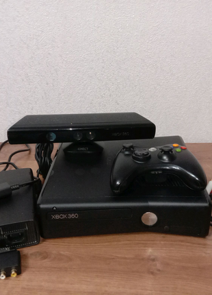 Xbox 360 S 4 gb console/kinect