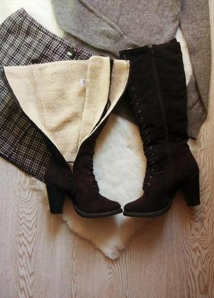 Коричневые темные черные высокие замшевые зимние сапоги со шну...