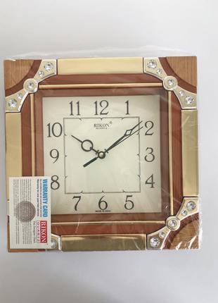 Часы, настенные часы.