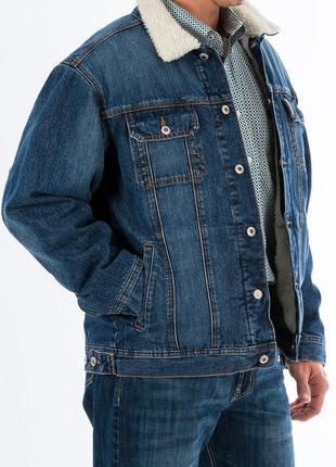 Синяя джинсовая теплая зимняя куртка шерпа с бежевым мехом вну...