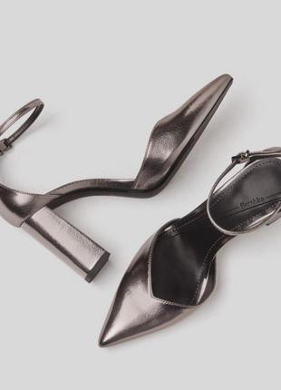 Блестящие туфли босоножки на устойчивом каблуке с ремешком