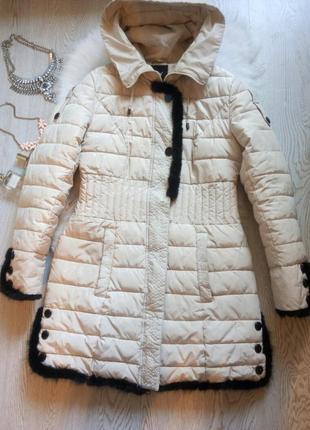 Белый длинный пуховик зимняя куртка с черным натуральным мехом...