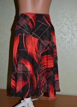 Юбка асимметричная /трапеция /на кокетке / черная с красными м...