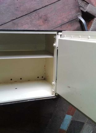 Мебельный сейф с механическим замком