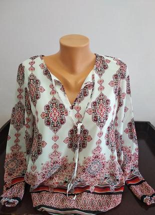 Красива блузка в принт