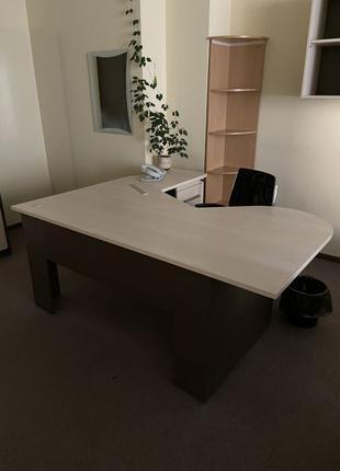 Стол офисный угловой с тумбой светлый венге 20шт