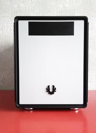 Mini-ITX корпус BitFenix Prodigy