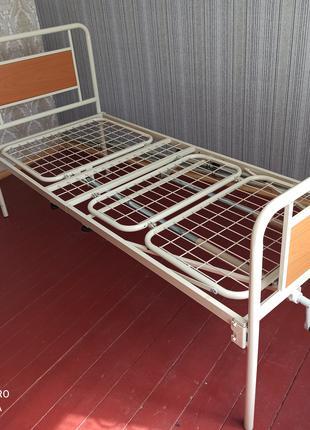 Продам кровать медицинскую трехсекционную с матрасом