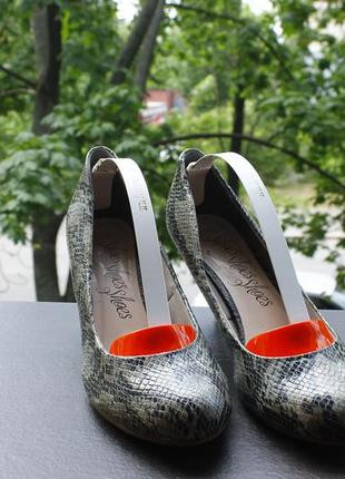 Акция туфли под змеиную кожу 40  24,5 см