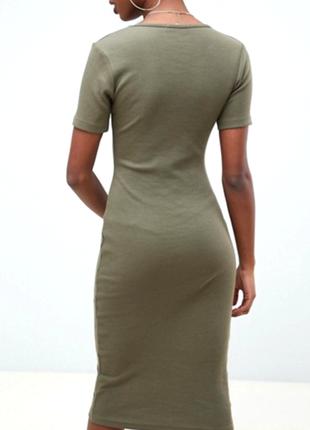 Классное миди  платье в рубчик по фигурке  цвета хаки
