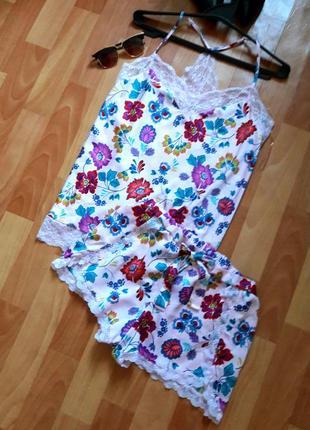 Нежная пижама в цветы с кружевом