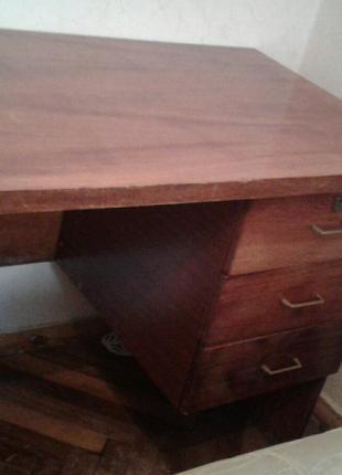 Продам писмений стол за 300 гривень.
