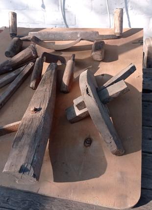 Інструменти бондаря для виготовлення дерев'яних бочок