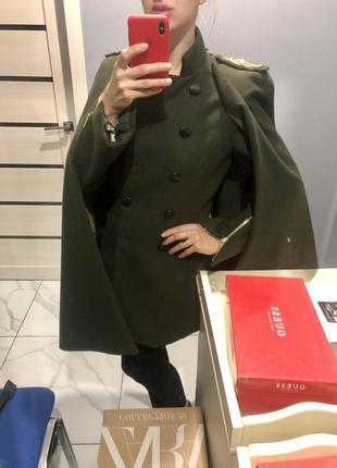 Оригинальное итальянское пальто с накидкой пальто 2в1