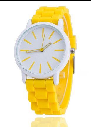 Силиконовые кварцевые наручные часы фирмы meibo