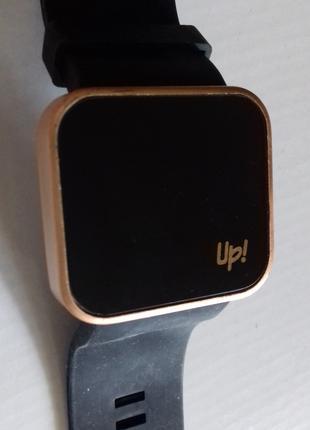 Стильные модные большие часы UР