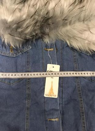 Стильная бомбезная джинсовая куртка с мехом капюшоном бомбер д...