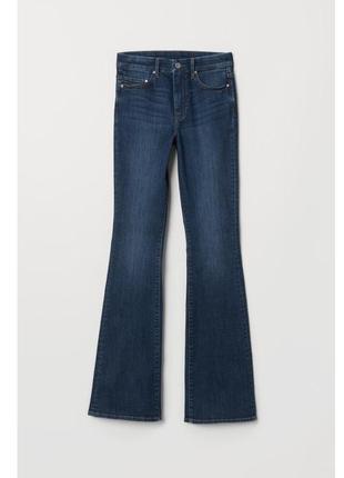 Темно синие клешные джинсы