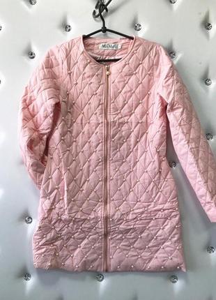 Красивое тонкое пальто с жемчугом