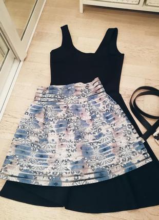 Стильная юбка голубая из необычной ткани