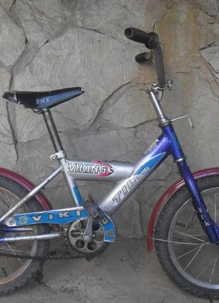 Велосипед двух колесный ,  б/у ,  колеса на 16 .