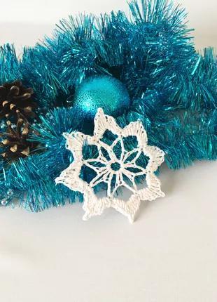Белая вязаная снежинка на елку, для новогоднего декора, подарок