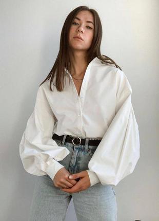 Трендовая белая  рубашка с объемными рукавами.